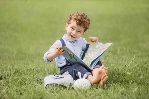 Bien que l'inspiration soit un facteur de talent et d'intelligence, le facteur le plus important est de développer l'habitude de lire. (Image :Lubov Lisitsa/Pixabay)
