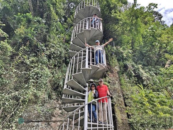 L'escalier en colimaçon de Shuiliandong le long du sentier historique de Caoling. (Image : Billy Shyu / Vision Times)