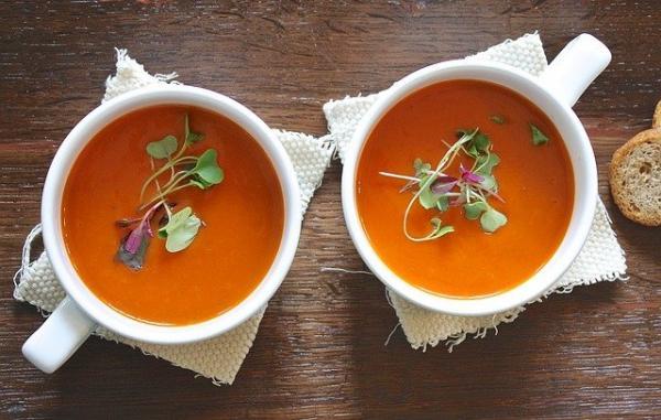 L'hiver arrive, le temps se refroidit, le régime recommandé en cette saison doit inclure des boissons chaudes et des soupes pour nourrir l'estomac. (Image : 该图片由 / Aline Ponce / 在 / Pixabay /上发布)