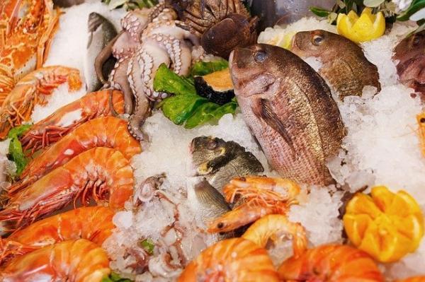 Il est recommandé de compléter l'alimentation quotidienne avec du cuivre et du fer (fruits de mer, poissons, crevettes et légumes à feuilles vert foncé, etc.). (Image : 该图片由 / PublicDomainPictures / 在 / Pixabay /上发布)