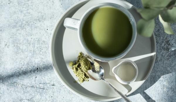 Pourquoi ne pas remplacer le café par du thé vert.(Image :Sarah Gualtieri/Unsplash)