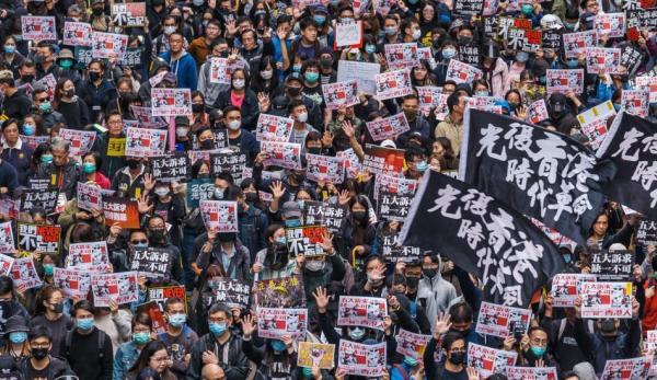 Des millions d'habitants de Hong Kong se sont rassemblés contre le PCC en 2019 et 2020 pour dissuader Pékin d'imposer la loi de sécurité nationale. (Image :Studio Incendo/flickr /CC BY 2.0)