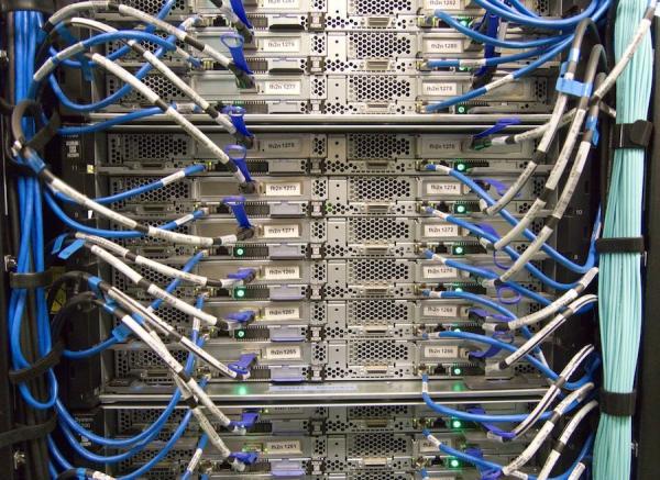 Le maintien de plusieurs centres de données (data centers) locaux entraînera une augmentation des coûts d'infrastructure pour les entreprises. (Image :Pixabay/CC0 1.0)