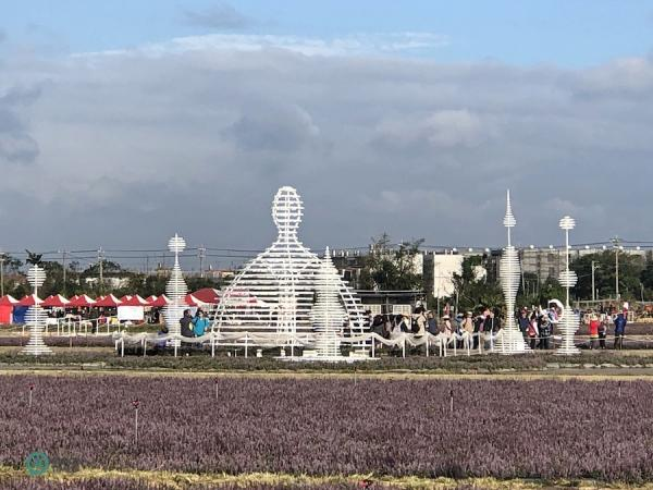Diverses installations d'art miniatures sont exposées au festival des fleurs. (Image: Julia Fu / Vision Times)