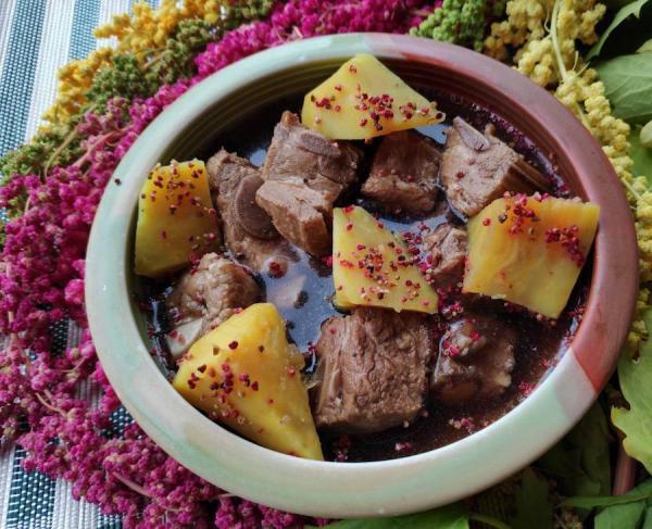 Un des plats servis à l'occasion du festival des fleurs de messona. (Image : Département de l'agriculture du gouvernement de la ville de Taoyuan)