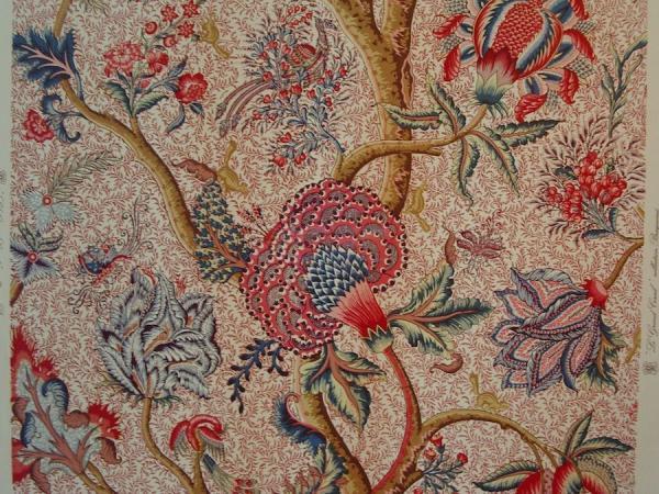 La Compagnie française des Indes, fondée en 1664, deviendra le pilier du commerce autour du coton: important des «indiennes» pour les vêtements, mais aussi pour la décoration intérieure. (Indienne, musée du textile de Wesserling, Alsace). (Image : wikimedia / Rémi Stosskopf / Domaine public)
