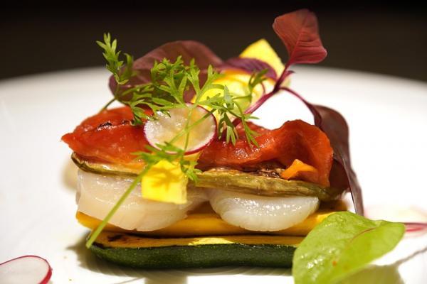 Depuis 2010 l'UNESCO a classé la gastronomie française comme patrimoine culturel immatériel de l'humanité, en raison de la richesse des connaissances et du savoir-faire français transmis d'une génération à l'autre.(Image :takedahrs/Pixabay)