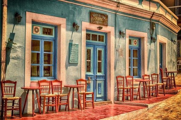 Depuis l'arrivée de la pandémie de 2019, la gastronomie française est soumise à de rudes épreuves. Tous les restaurants et cafés ont été obligés de baisser leurs rideaux.(Image :analogicus/Pixabay)