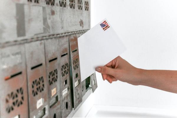 Le vote par correspondance semble plus facilement falsifiable. (Image : Element5 Digital/Pexels)