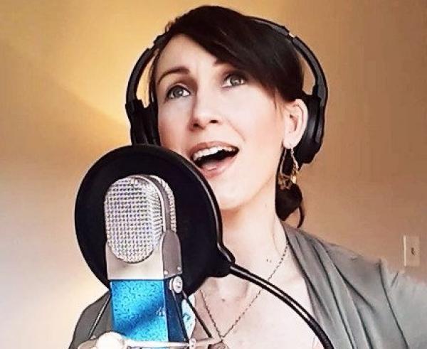 L'enregistrement et la réécoute constituent une grande partie du processus technique de Katy Mantyk, mais tout commence par le plaisir de composer la musique et de se fondre à elle. (Image : via Katy Mantyk, avec autorisation)