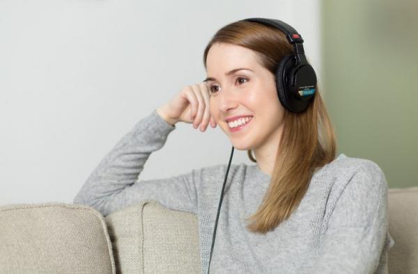 Détendez-vous. Méditer et écouter de la musique douce peut calmer l'esprit. (Image : PourquoiPas/Pixabay)