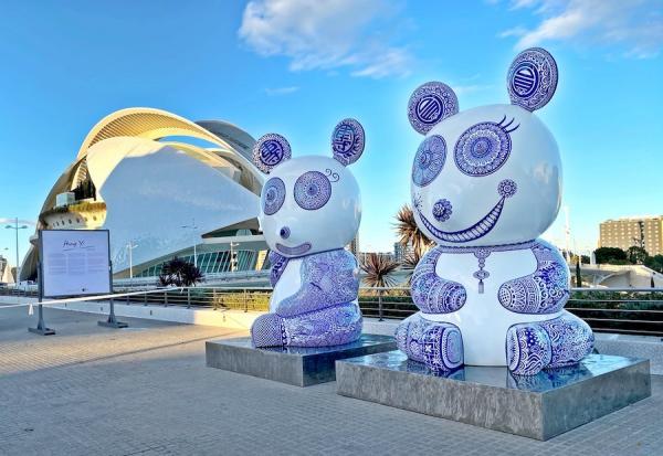 Une œuvre d'art géante créée par Hung Yi, exposée à la Cité des Arts et des Sciences en Espagne. (Image : Galerie d'art Hung Yi)