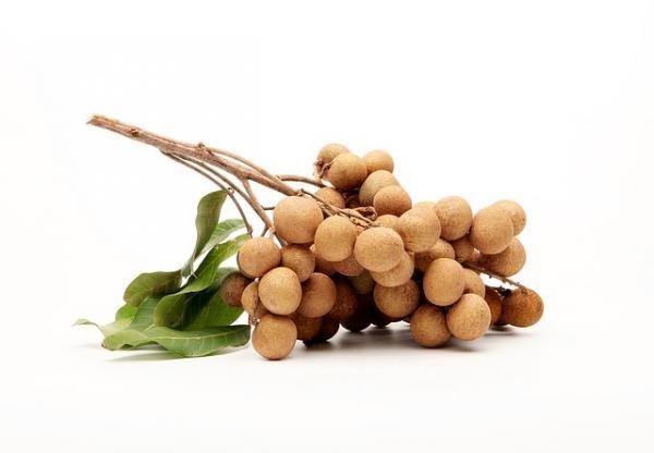 Consommer des longanes le soir peut soulager la toux nocturne. (Image : Wiroj Phungsoonthorn/Pixabay)