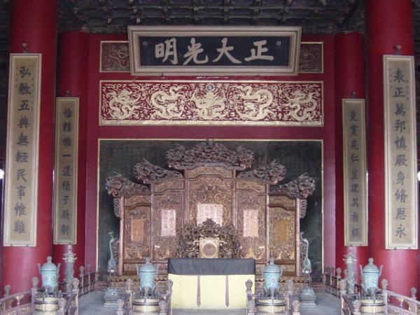 Trône impérial dans le palais de Pureté céleste. (Image : Wikipédia / DF08 / CC BY-SA 3.0 )