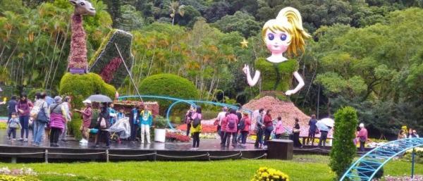 Cette année, des installations artistiques géantes composées de fleurs et de plantes ont été exposées au Salon du chrysanthème de la résidence  Shilin, à Tapei. (Image : avec l'aimable autorisation de Chen Xiuluan)