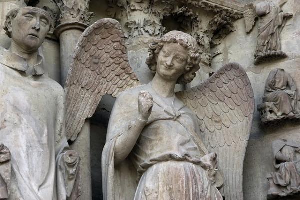 Le visage bienveillant de «l'ange au sourire» fit sa réputation même au-delà de Reims. (Image :DEZALB/Pixabay)