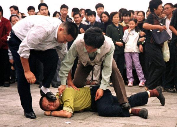 Le Falun Gong et les Ouïghours sont tous deux qualifiés de «groupe» par le Parti communiste chinois pour justifier ses crimes de génocide. (Image : Minghui.org)