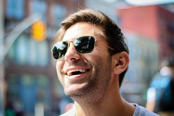 Un sourire authentique peut balayer les émotions négatives et apaiser votre colère. (Image :Pexels/Pixabay)