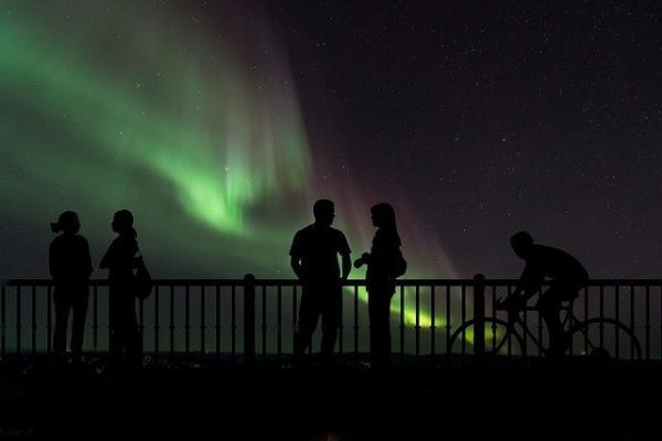 Des aurores boréales aux éclairs d'orages, le ciel aurait donné un sacré spectacle lors de l'événement Adams. (Image : Pete Linforth / Pixabay)