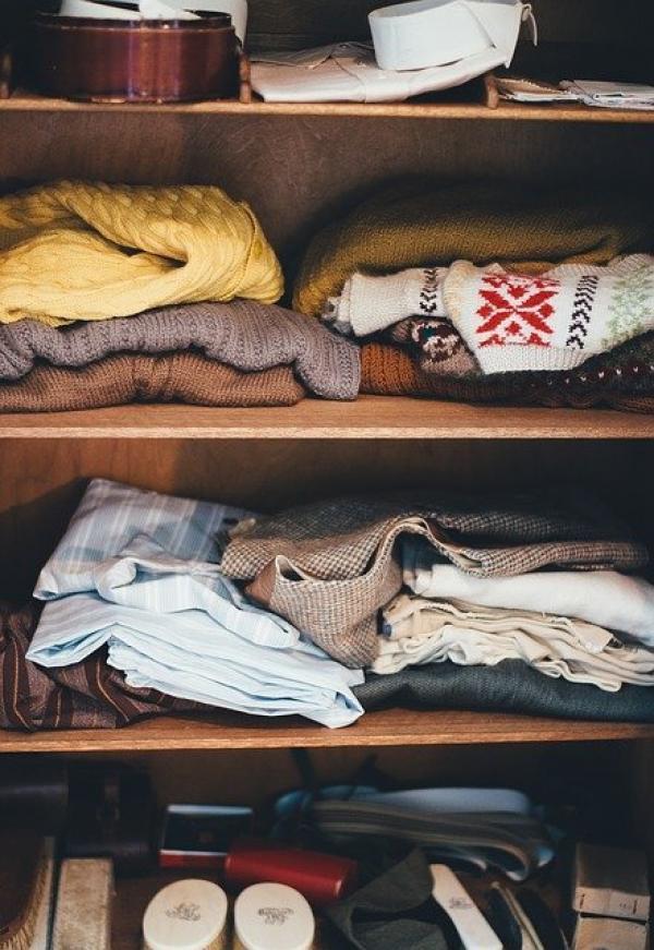 Identifiez les vêtements et les objets devenus inutiles ou que vous n'avez jamais utilisés et offrez-les à quelqu'un qui en a besoin. (Image :Pexels/Pixabay)