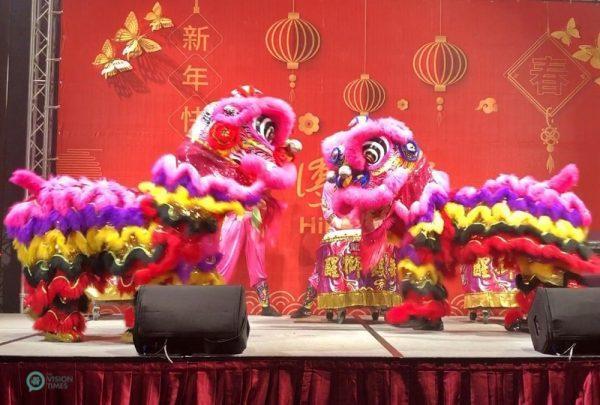 Le spectacle de la danse du lion lors d'un dîner de réunion du Nouvel An dans un restaurant chic de la ville de New Taipei. (Image: Billy Shyu / Vision Times)