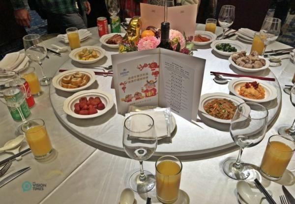 Les plats d'accompagnement d'un dîner de retrouvailles du Nouvel An dans un restaurant chic de New Taipei City. (Image: Billy Shyu / Vision Times)