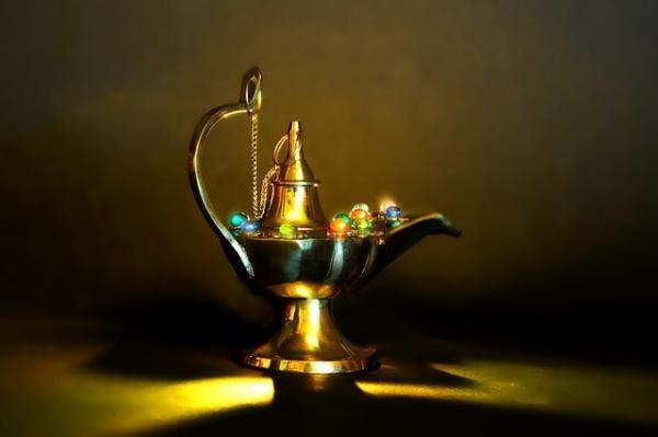 La légende veut que la lampe d'Arabie d'Aladin et le vase de la vertu de l'Inde aient tracé un chemin vers la vertu et la richesse. (Image :Schwoaze/Pixabay)