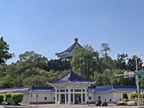 Les deux portes latérales du Mémorial de Chiang Kai-shek sont également attrayantes. (Image : Billy Shyu / Vision Times)