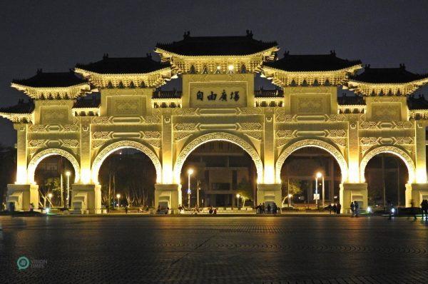 L'arcade de la Place de la Liberté au Mémorial de Chiang Kai-shek. (Image : Billy Shyu / Vision Times)