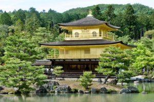 Beaucoup d'anciens temples bouddhistes et de sanctuaires shintoïstes du Japon ont été construits sans clou ni vis, par des charpentiers hautement qualifiés du nom de miyadaiku. (Image :mailtotobi/Pixabay)