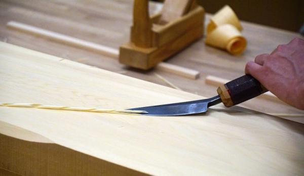 Les miyadaiku japonais sont experts dans l'assemblage du bois, sans clou ni vis. (Image : wikimedia / 663highland / CC BY-SA 3.0)