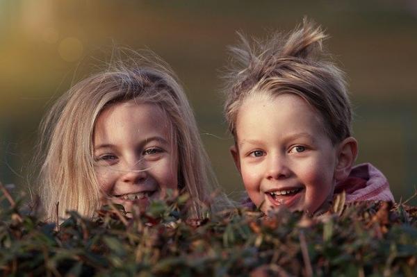 Observer un enfant en train de jouer et en contact avec d'autres enfants est très révélateur. (Image :Lenka Fortelna/Pixabay)