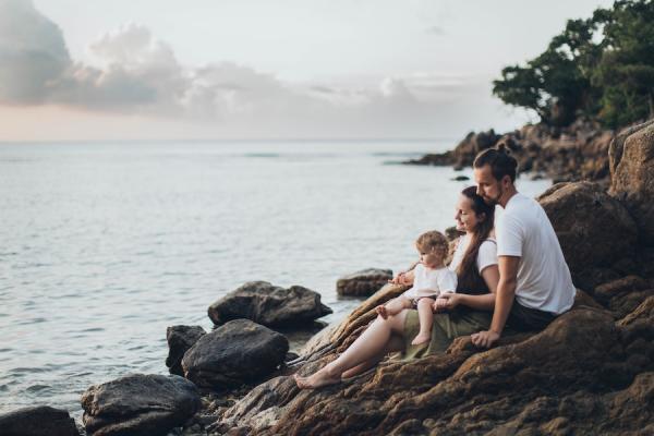 Partager des activités avec des amis, avoir des contacts physiques, pouvoir se confier, trouver du réconfort et du soutien avec sa famille ou ses amis font parties des besoins essentiels de l'être humain.(Image : Elina Sazonova/Pexels)