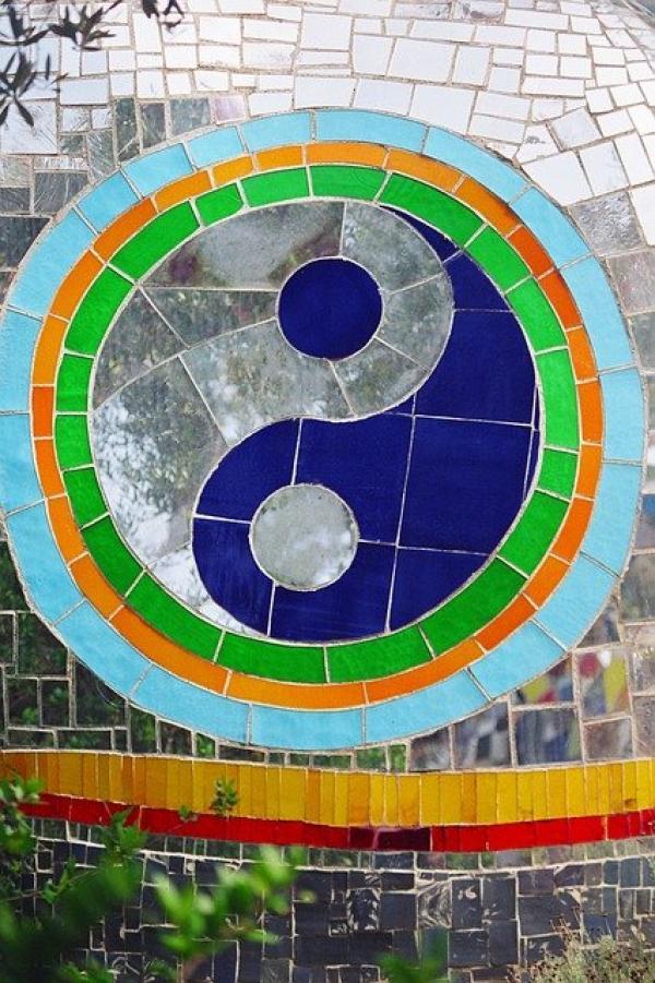 L'équilibre entre le Yin et le Yang et les cinq éléments est fragile mais assure une bonne santé physique et morale.(Image : stux /Pixabay)