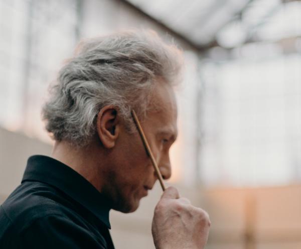 Une bataille ardue ! Un début d'alopécie (perte de cheveux) peut être vécu comme une véritable épreuve. Il existe des aliments qui aident à enrayer la chute des cheveux. ((Image :cottonbro /Pexels)