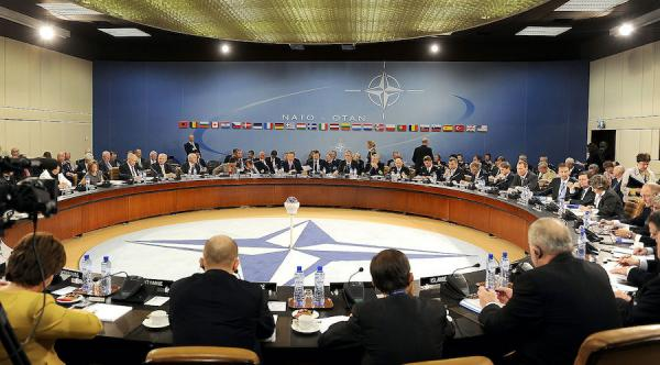 Quartier général de l'OTAN. Twitter a interdit les comptes pour les messages contre l'alliance européenne et nord-américaine. (Image : wikimedia / DOD photo by U.S. Air Force Master Sgt. Jerry Morrison / Domaine public)
