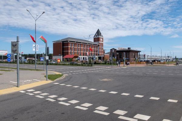 Centre d'affaires chinois de Great Stone, le 11 septembre 2019 à Minsk, en Biélorussie. Le centre d'affaires fait partie du parc industriel Great Stone, une zone économique spéciale que le président chinois Xi Jinping a saluée comme un «projet modèle» de l'initiative «Belt and Road» de son pays. (Image : wikimedia / Homoatrox / CC BY-SA 3.0)