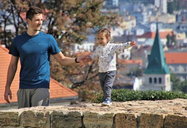 Michaeleen Doucleff estime qu'il n'est pas nécessaire de féliciter constamment les enfants. (Image :pasja1000/Pixabay)