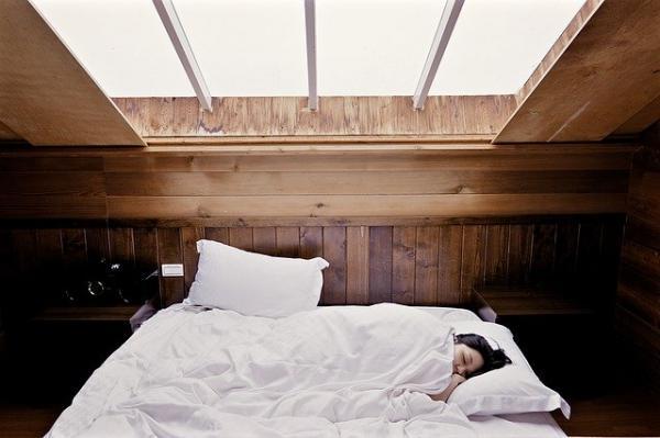 Le sommeil a un rôle important dans la biochimie du sang et le maintien de l'essence des reins. (Image :Free-Photos/Pixabay)