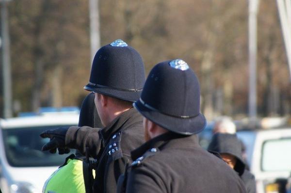 Certains craignent que le projet de loi 2021 sur la police, la criminalité, les peines et les tribunaux n'ouvre la voie à un État policier en Grande-Bretagne. (Image : agmarbendel / Pixabay)