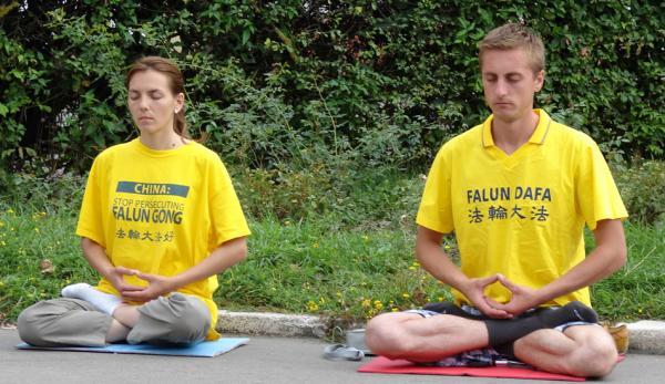 Le Falun Dafa, ou Falun Gong, est une pratique de méditation pacifique fondée sur les principes de vérité, compassion et tolérance. Depuis plus de 20 ans, les pratiquants de Chine sont persécutés, emprisonnés, torturés et même tués par le Parti communiste chinois. (Image :longtrekhome/flickr /CC BY 2.0)