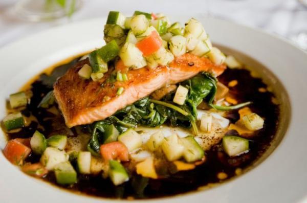 Le saumon est une excellente source d'acides gras oméga-3. (Image :Casey Lee/Unsplash)