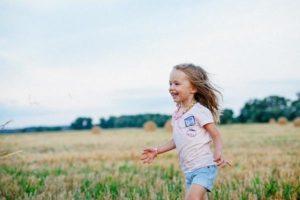 Le fait d'être optimiste et de sourire beaucoup aide à renforcer le système immunitaire. (Image :dana279/Pixabay)