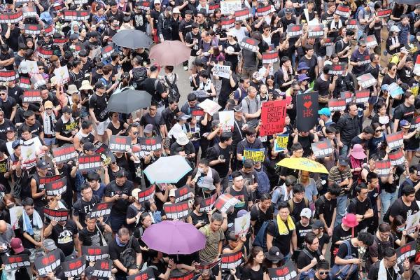 Selon un rapport du groupe de réflexion Atlantic Council, «les troubles civils aux États-Unis suite aux violences policières contre les Afro-Américains, ont également été utilisés pour contrer les critiques concernant les abus de la police contre les manifestants à Hong Kong.» (Image : wikimedia / VOA / Domaine public)