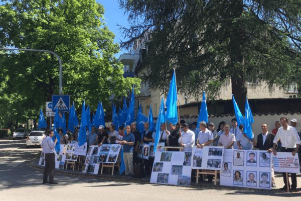 Le 5 juillet 2017, des manifestants se sont rassemblés à Munich, en Allemagne, pour protester contre les violations des droits humains à l'encontre des Ouïghours au Xinjiang. (Image : Wikimedia / Jordan Peterson / CC BY-SA 4.0)