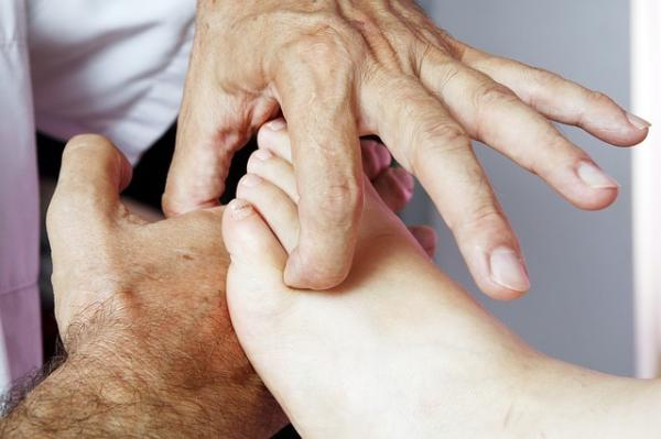 Il a été scientifiquement prouvé que le massage des pieds peut ajuster les fonctions du corps et aider à vivre plus longtemps. (Image :Milius007/Pixabay)