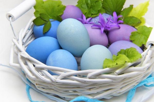 Les œufs colorés sont utilisés pour la décoration des célébrations de Pâques.(Image :silviarita/Pixabay)