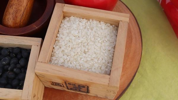 Le riz glutineux est doux, chaud et pénètre dans les méridiens de la rate, de l'estomac et des poumons. (Image : ally j / Pixabay)