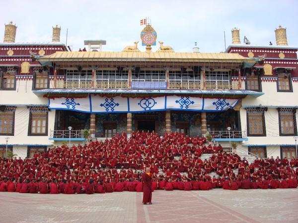 La Chine établit de nouvelles règles pour placer sous son contrôle les principaux centres monastiques du bouddhisme tibétain de la région de Larung Gar. (Image : wikimedia / Evanosherow / CC BY 2.0)