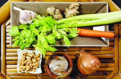 Plat fait maison : Crevettes sautées aux noix de cajou et céleri